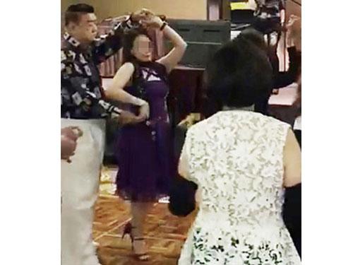 陳南成上週六到新山參加晚宴跳舞。