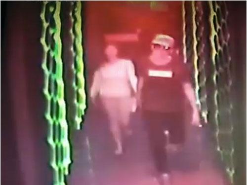 阿里夫阿茲牽手阿菲花進入包廂的照片被卡拉ok的閉路電視拍下,還被上傳至網絡。