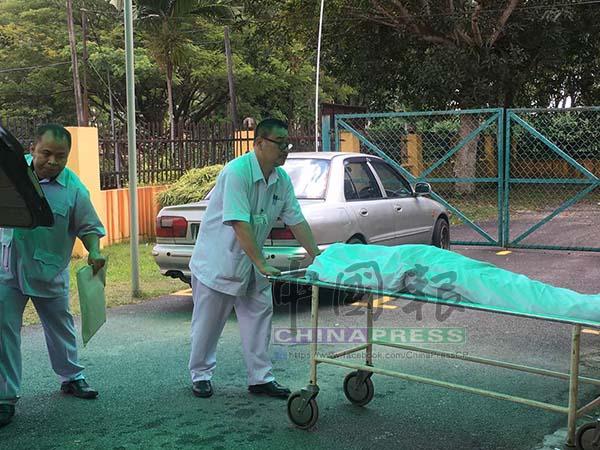 女死者的遺體于中午時分送抵新山中央醫院太平間。