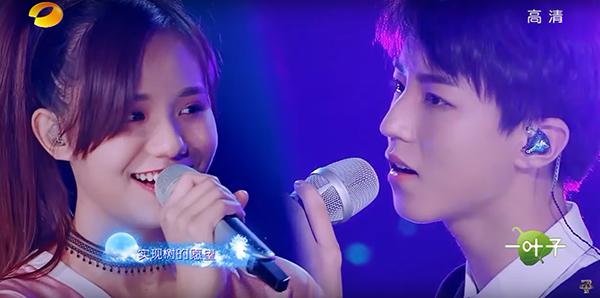 林可欣與王俊凱合唱《樹讀》時的畫面充斥著害羞、含蓄的甜蜜氣氛。