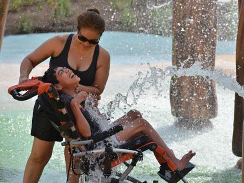 樂園今年還加開了水上樂園,讓身障小朋友能享受戲水之樂。(互聯網)