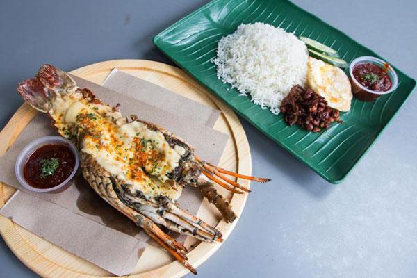 芝士醬覆在肥美龍蝦上,再配塔傳統椰漿飯,食客形容「好吃到難以置信」。