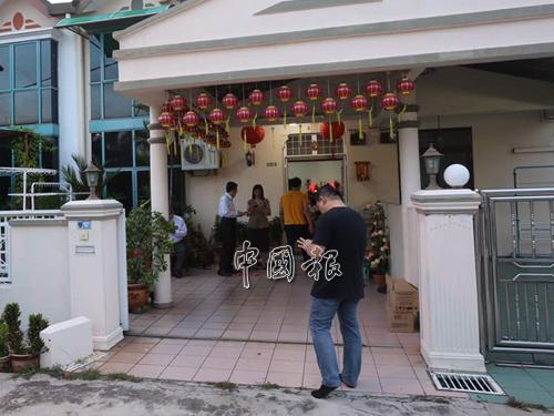 郭金福從醫院返家後,親友和黨員紛紛趕抵。
