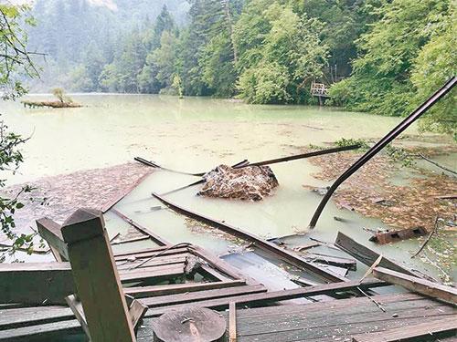 五花海在地震後,景色大受破壞。