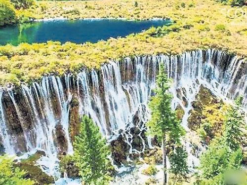 諾日朗瀑布昔日美景。