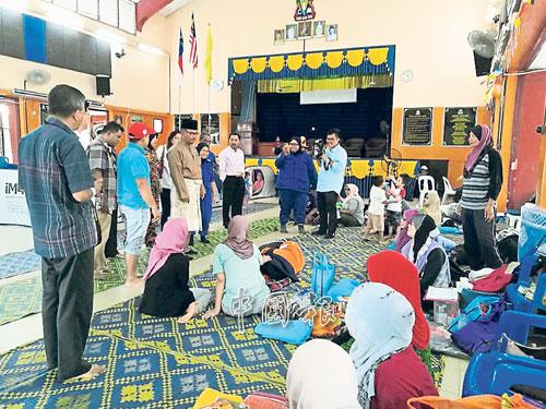 文西阿都拉中學的賑災中心災民多達250人。