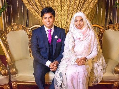 佳拉(右)挑戰傳統,不穿金戴銀,簡樸出嫁。
