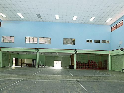 禮堂空間寬闊,可容納約1300名學生,主要用于進行週會、慶典、講座和校內比賽等活動。