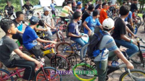 大約60多名青少年被警方帶回警區總部。