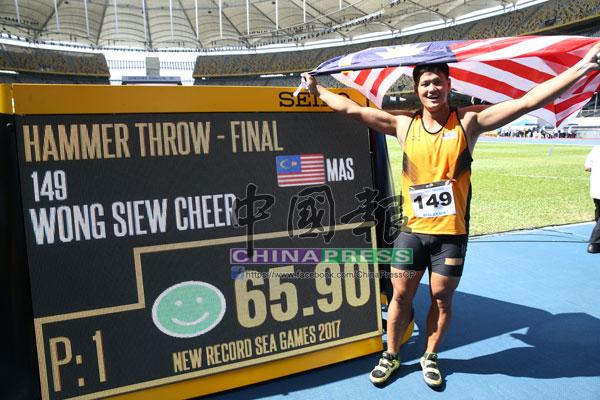 黃秀捷以破大會記錄的成績,奪走金牌。
