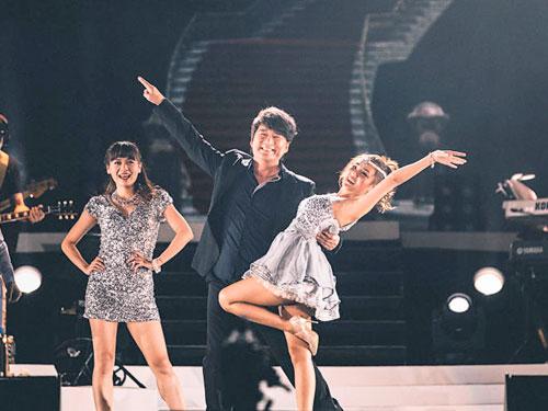 周華健小秀舞步。
