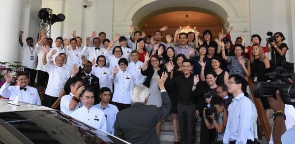 新加坡總統陳慶炎在8月31日卸任之前,同總統府里的大約50名職員道別。