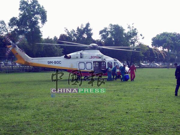 直升機在下午4時許抵達吉隆坡中央醫院大草場,醫護人員迅速將器官送到醫院內。