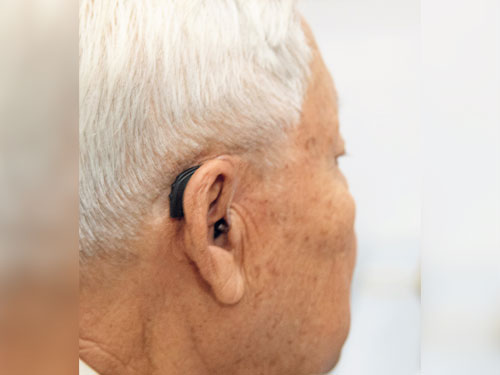 及早配戴適當的裝置或助聽器,都是非常重要的聽力保護措施。
