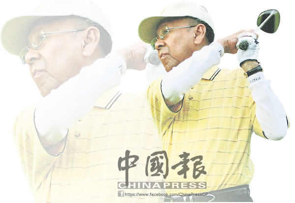 端姑阿都哈林陛下愛好打高爾夫球,圖為陛下揮球棒擊球的英姿。