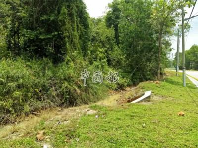 曼絨警方在距離案發地點約1公里的溝渠發現死者遺體。