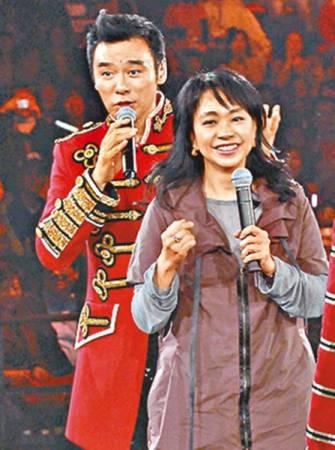 鍾鎮濤與陳秋霞曾短暫交往,一度被喻為圈內的金童玉女。