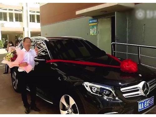 高三級負責老師黃湘生獲贈豪車。