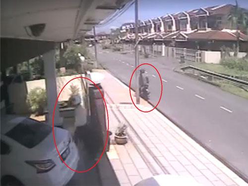 匪徒趁屋主不留意,沖進車旁搶走手提袋,整個過程僅僅5秒。