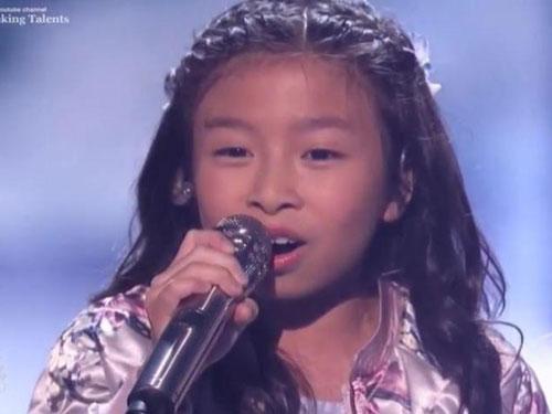 譚芷昀在《全美一叮》準決賽獻唱《How Far I'll Go》表現淡定。