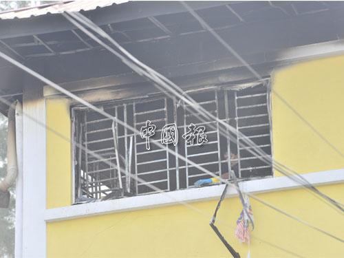 大火堵門,鐵花鎖窗,23名師生慘被活活燒死。