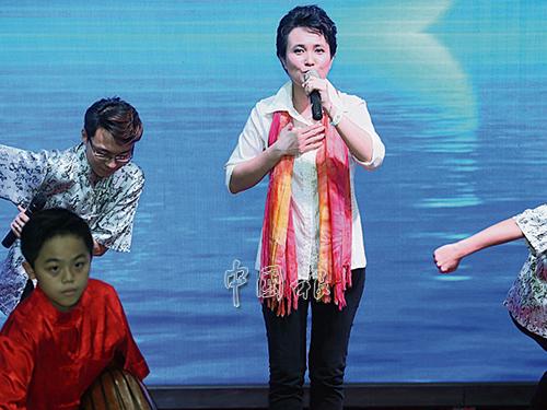 懷著一顆回饋之心,林穎芷帶著蒲公英合唱團回到復大醫院舉辦《永不放棄》演唱會,為其他病人加油打氣。