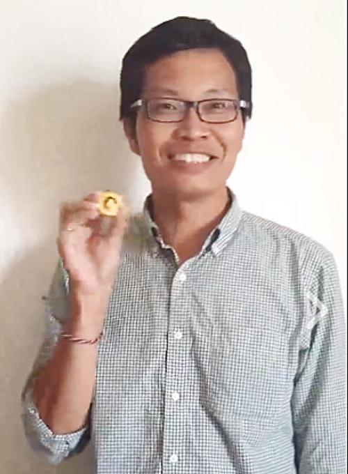 46岁陈先生寻宝两周,终寻得金币,获得5万元现金。(取自Sqkii面簿)
