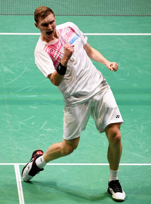 艾塞申殺入日本公開賽決賽,振臂歡呼。(法新社)