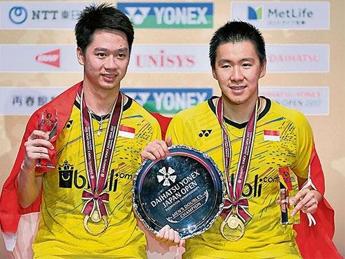 凱文(左)與基迪翁拿下他們今年第4座超級系列賽冠軍。(歐新社)