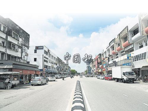 火紅一時的大山腳珍珠市,被指路口經過改道進出不便后,許多商店客源受影響。