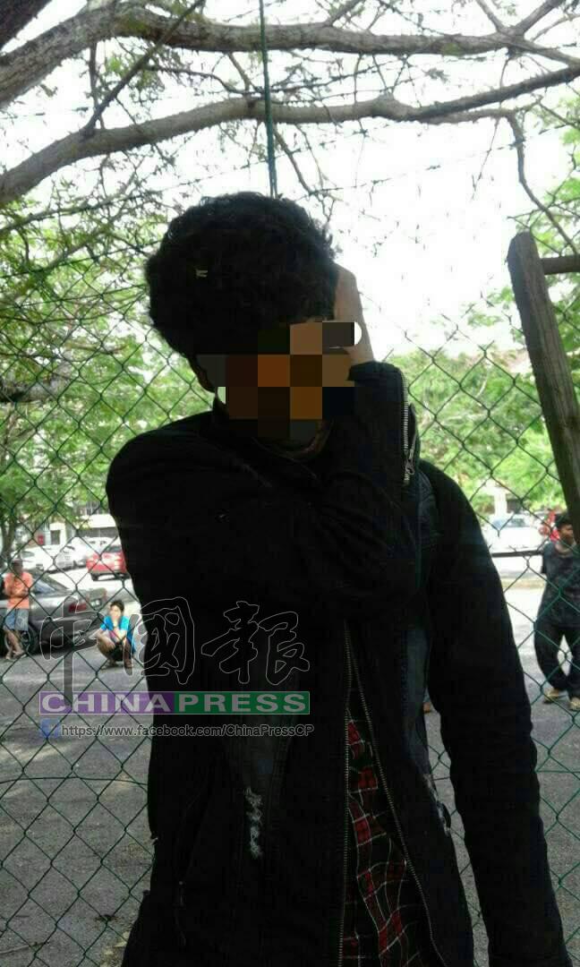 尼泊爾籍外勞在大街上吊自殺。