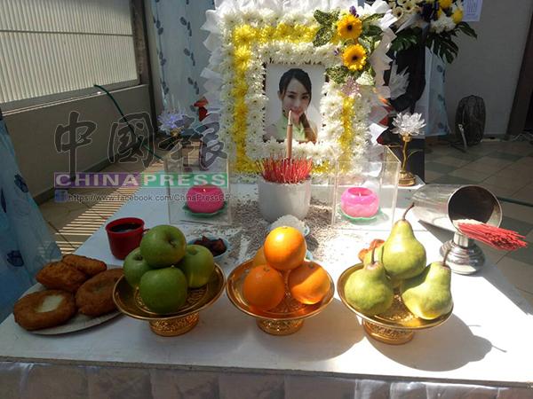 鄒婉依葬禮採用佛教儀式進行,簡單莊嚴。