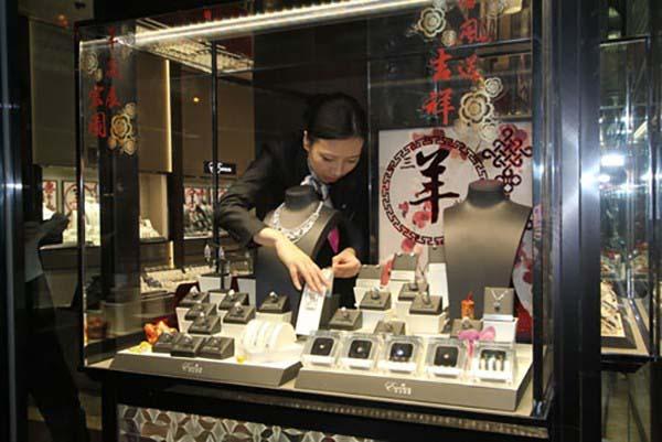香港珠寶店鑽石項鍊被一12歲女生偷走。(檔案照)