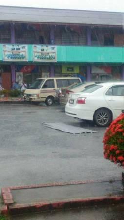 狂風暴雨造成小素里里小學出現輕微破壞。