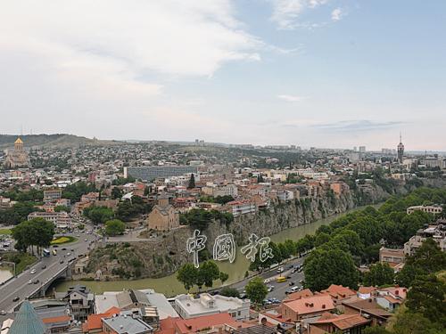 格魯吉亞首都第比利斯,是南北高加索的通道。早在四世紀引進基督教。現在則是東正教的重城。