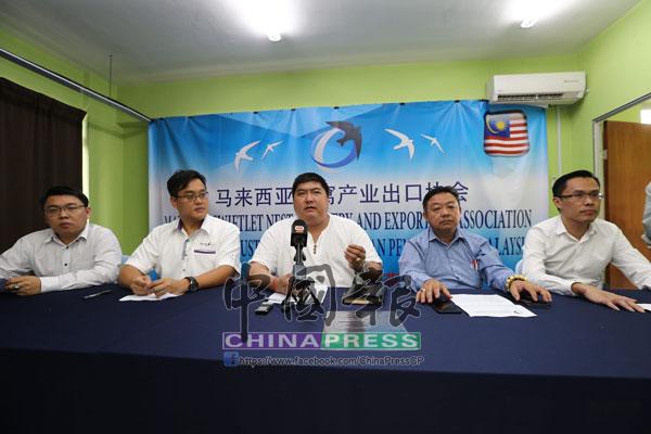 蔡千根(中)針對毛燕課題,召開記者會;左起為莫志鴻、劉祥霆、林決錦和蔡光裕。