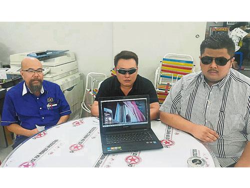 Alan Tan(右起)及阿瑞,在葉一德陪同下召開記者會澄清。