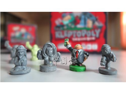 """""""盜賊統治大富翁""""遊戲有4個角色棋子供玩家選擇。"""