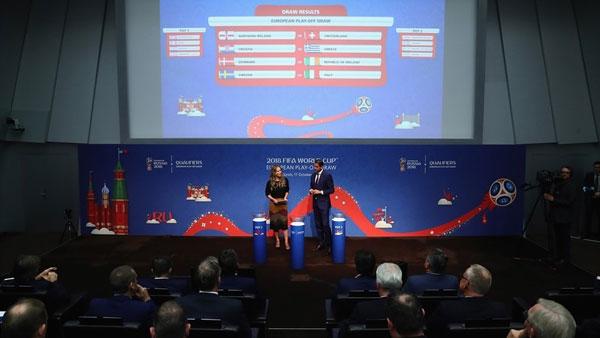 歐洲區附加賽抽簽結果顯示在屏幕上。 (歐洲足總官網圖片)