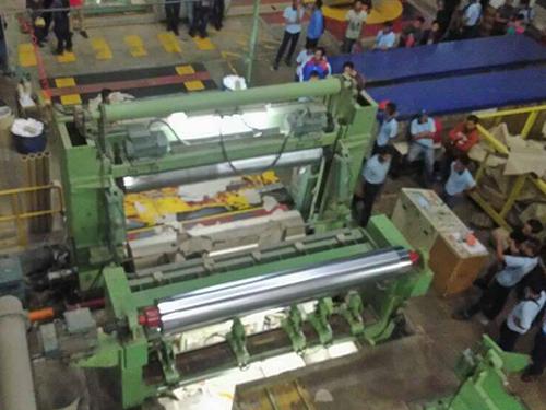 造紙廠發生罕見意外,員工被夾斃。