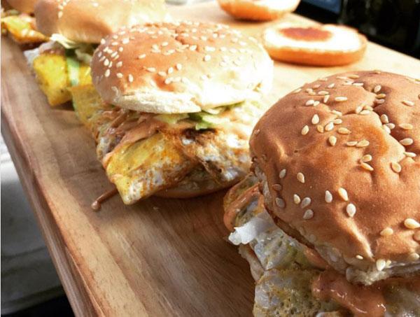 在紐約售賣的大馬式漢堡,一個售12美元。