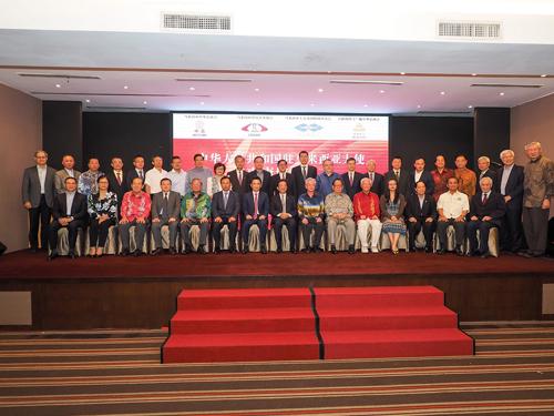 中總于本月9日,聯合三機構設宴歡送中國駐馬大使,楊忠禮(坐者右6)還是專程從英國倫敦回返吉隆坡參加晚宴。