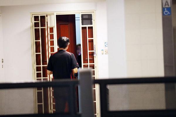 記者曾直擊一小時有3名顧客上門,警方過後在6月21日逮捕3名女子。(檔案照)