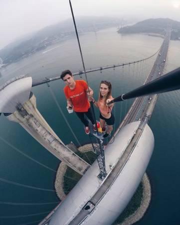 二人爬上過青馬大橋。(網上圖片)