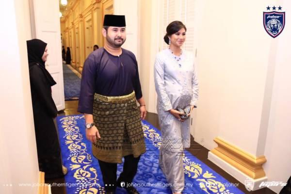 今年8月,有孕在身的王儲妃陪同王儲出席公主東姑阿米娜的婚禮。
