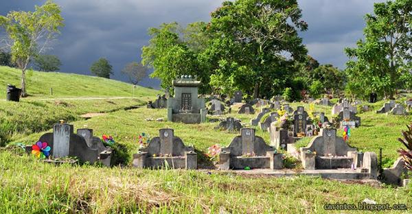 4名小朋友的墓碑。