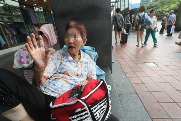 阿嬤陳金婉說,她不想住療養院,寧願一個人隨地找棲身之處。