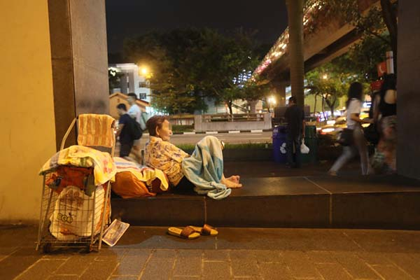 阿嬤陳金婉說,睡石凳很不舒服,希望有人找地方給她住。