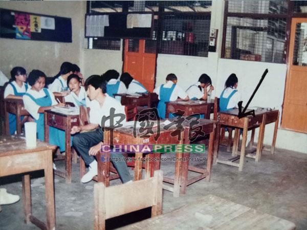 謝文晶生前在這間課室內上課,箭頭所指便是她的座位。
