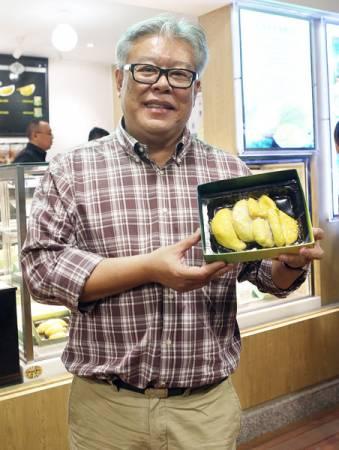 張少秋介紹每盒300克,售價為200元人民幣的冷凍榴槤。